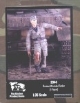 1-35-GERMAN-WOUNDED-TANKER-FIG