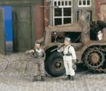 1-35-German-Tank-Mecanics-2-Fig-
