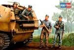 1-35-German-SPG-Crew