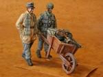 1-35-German-Fallschirmjager-+-Wheel-+-Barrow