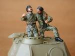 1-35-German-Tank-Crew-France-1944-2-fig-
