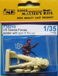 1-35-US-Special-Forces-soldier-with-gun-1-fig-