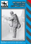1-32-RAF-Fighter-pilot-1940-45-No-7-1-fig-