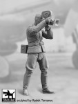 1-32-German-Luftwaffe-pilot-1940-45-No-7-1-fig-