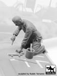 1-32-Luftwaffe-Mechanic-personnel-1940-45-No-1