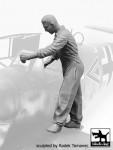1-32-Luftwaffe-Mechanic-personnel-1940-45-No-2
