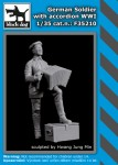 1-35-German-soldier-with-accordion-WWI-1-fig-