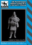 1-35-US-paratrooper-before-jump-No-1-1-fig-