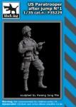1-35-US-paratrooper-after-jump-No-1-1-fig-