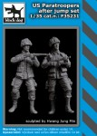 1-35-US-paratroopers-after-jump-set-2-fig-