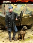 1-35-French-Tank-Crewman-and-Dog