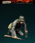 1-35-German-Infantryman-in-ac-tion-1939-43