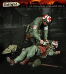 1-35-U-S-Airborne-Medic-and-Wounded-1944-45