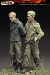 1-35-Red-Army-scout-and-prisoner-SS-tanker-1943-45