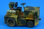 1-32-United-Tractor-G40C-Tow-Tractor-LPG