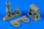1-48-US-Army-aircraft-mechanic-WWII-with-fuel-cart