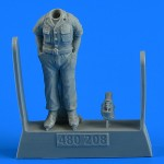 1-48-USAF-WWII-Aircraft-Mechanic-1-fig-