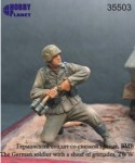 1-35-The-German-soldier-with-a-sheaf-of-grenades-2WW