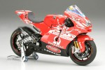 1-12-DAntin-Pramac-Ducati-GP4-Finished-Model