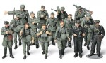 1-48-WWII-German-Infantry-On-Maneuvers
