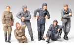 1-35-RUSSIAN-ARMY-TANK-CREW-AT-REST-FIGURE-SET