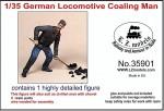 1-35-German-Locomotive-Coaling-Man