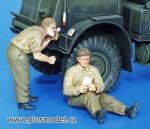1-35-British-Soldiers-WWII-Shaving-and-Resting-Vojaci-Velke-Britanie-2-s-v-holici-se-and-odpocivajici