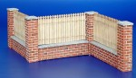 1-35-Fence-with-underpinning-Dreveny-plot-s-podezdivkou