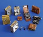 1-35-German-radio-set-with-Enigma