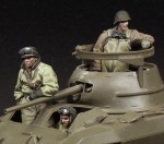 1-35-M8-Greyhound-crew-3-figures