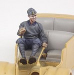 1-35-Italian-driver-for-508-CM-Coloniale-WW-II