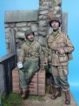 1-35-US-Paratrooper-and-Infantry-soldier-Normandy-1944