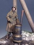 1-35-US-Military-Police-Ardennes-1944-WW-II-with-stove