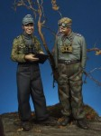 1-35-German-Panzer-Officer-and-NCO