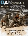 1-35-German-tank-crew-Evacuation-1940-43-2-figures-set-1