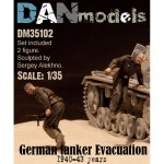 1-35-German-tank-crew-Evacuation-1940-43-2-figures-set-2