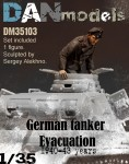1-35-German-tank-crew-Evacuation-1940-43-1-figure-set-3