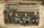 1-35-Soviet-tank-crew-WWII